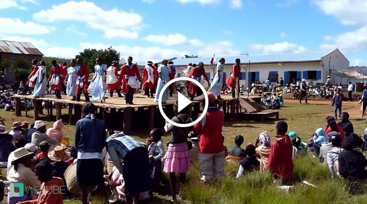 Hira GASY Madagascar – Iarinoro – ONG Terre et Racines
